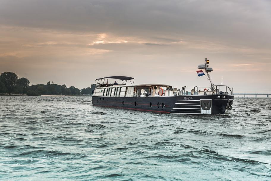 30m Barge